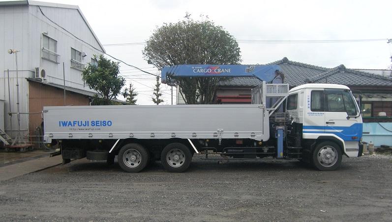 10tトラッククレーン車